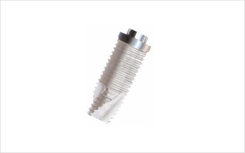 歯の根の代わりをする金属(チタン)など人工材料を利用しています
